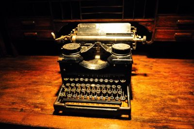 photo of an antique typewriter